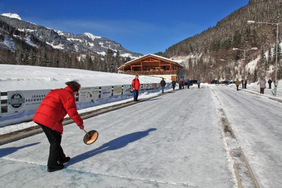 Eisstockschießen - Winterurlaub im Großarltal